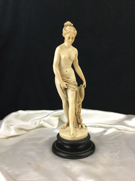 Sculpture; By C. Ruggeri - Antiquity style naked woman - Second half of the 20th century