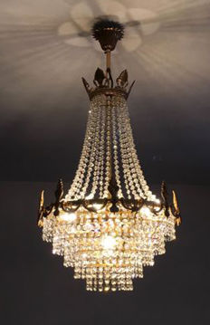 Impressive crystal chandelier and two accompanying wall lamps - 1970s