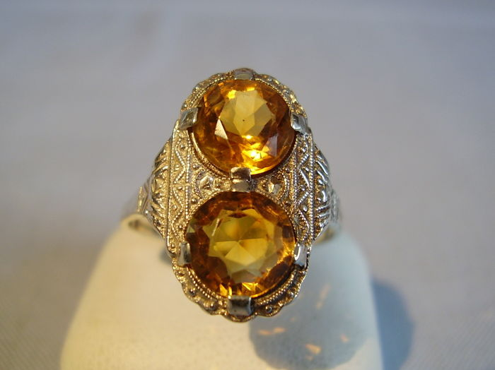 Art Deco ring with two round-faceted citrines totalling 5 ct in the finest millegrain setting, circa 1920/25