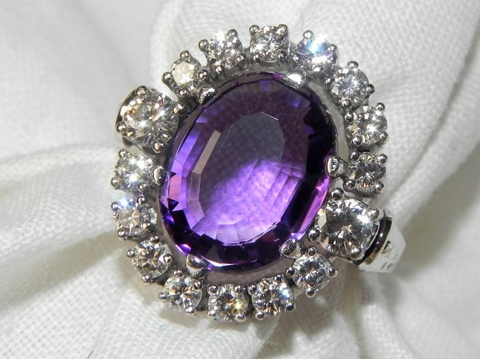 14 kt classic ladies' ring with natural amethyst and brilliant cut diamonds 1.1 ct VS-SI