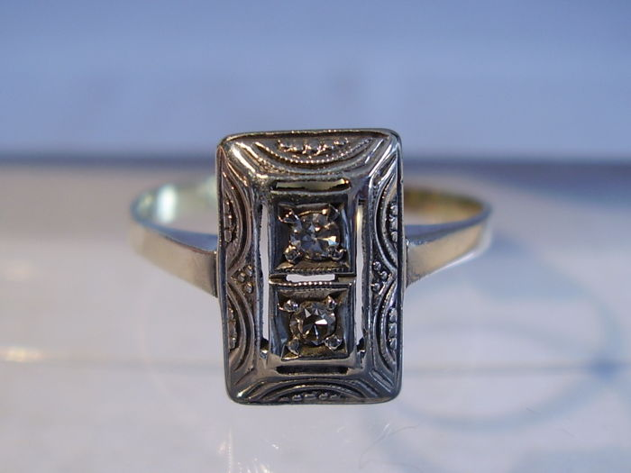 Art deco gold ring with two diamonds of 0.14 ct in total in silver sockets
