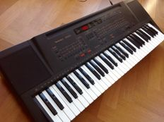 Technics KN220 - Keyboard/Arranger with 61 velocity-sensitive keys, MIDI and sequencer