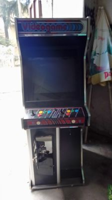 Arcade cabinet with over 600 games