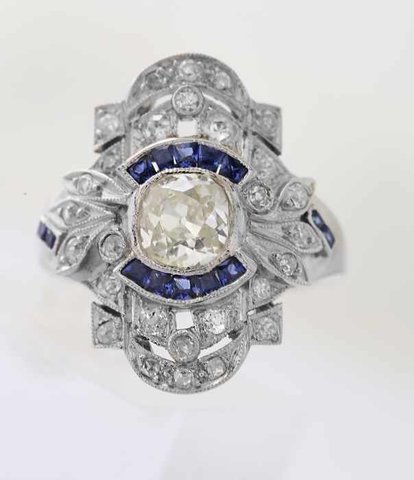 Vintage Platinum 1.00ct Diamonds Sapphire Calibre  Ring
