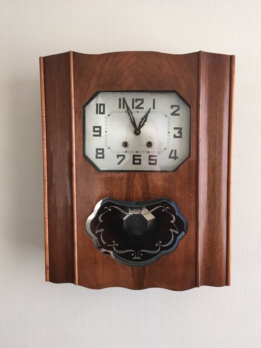 Art Deco wall regulator