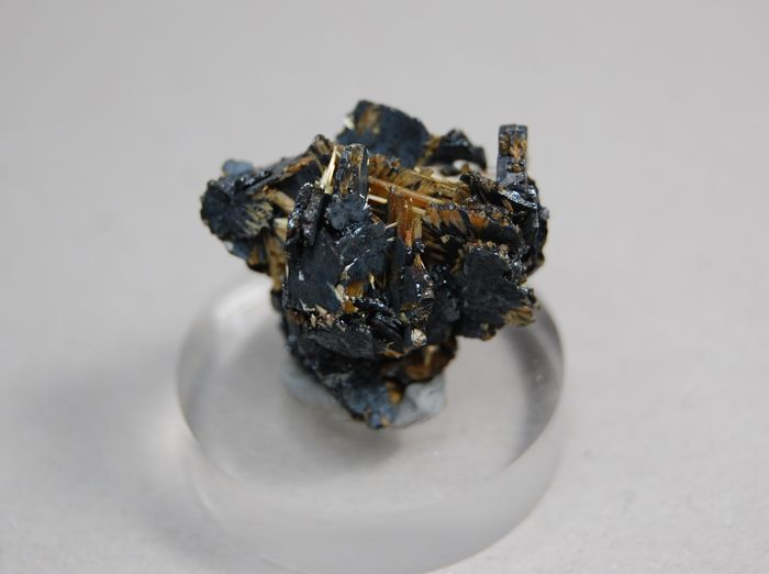 Golden Rutile on Hematite  3 x 2.5 x 2.2 cm - 9 gm