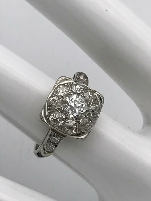 Antique diamond ring with old-cut diamonds, 18 kt / 750 white gold, square crown
