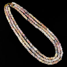 Pink Australian Opal necklace with 18 kt (750/1000) gold clasp, length 50cm