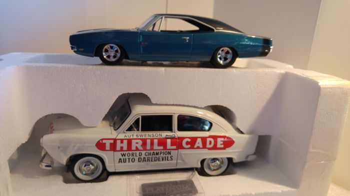 Ertl-Auto World / Sunstar Platinum - Scale 1/18-1/24 - Kaiser Henry J Trillcade 1951 - Limited Edition 999 pieces & Dodge Charger 500 1969