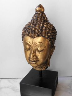 Large bronze Buddha head, gold leaf plated - Thailand - 2nd half 20th century (38 cm)