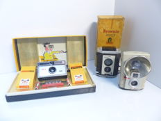 Kodak Instamatic 100 box set from 1963, Brownie reflex with its box from 1960, Brownie Starflash from 1960