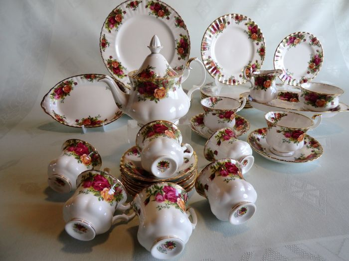 Royal Albert, Old Country Roses, part of a set of tableware, including teapot, cups and saucers
