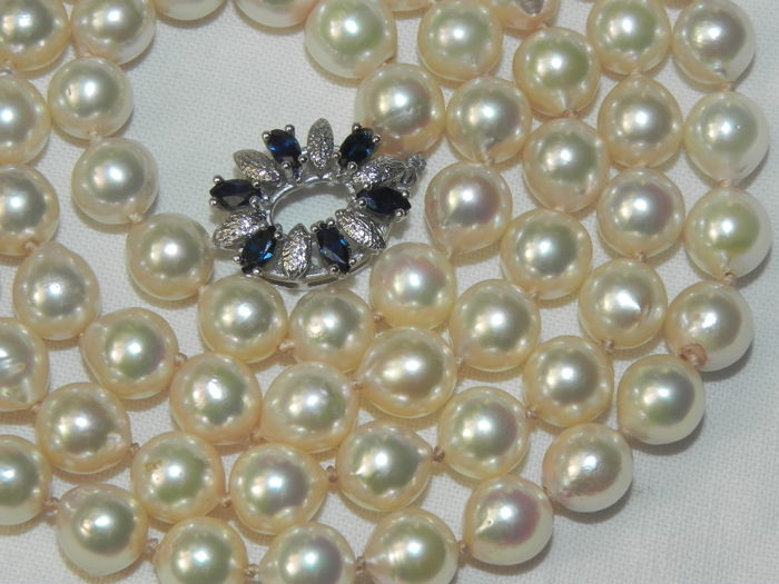 Pearl necklace  Akoya pearls approx. Ø 7 mm  6 sapphires 14 kt / 585 gold