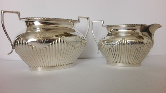 Large Victorian sugar bowl and milk jug,Birmingham 1889, goldsmith O.F. Elkington, total weight 580 g