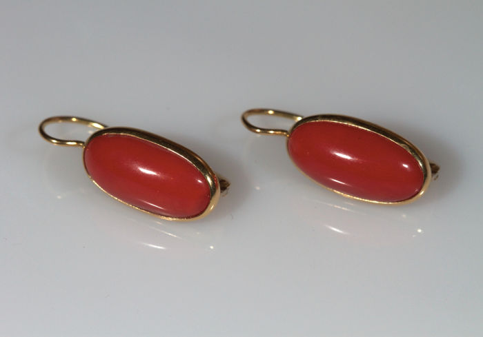 18 kt yellow gold earrings with Mediterranean coral
