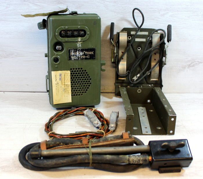 Radio Set SCR-593-A, with the cables, documentation, antenna and fittings