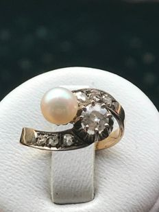 antique you & me ring in 18 kt gold and platinum set with a pearl and diamonds of 0.60 ct - size 47 / 15.26 mm