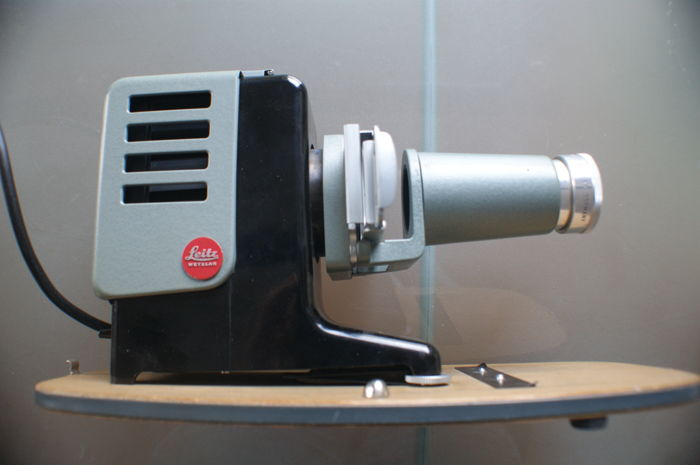 Leitz Wetzlar Prado 150 slide projector from 1957