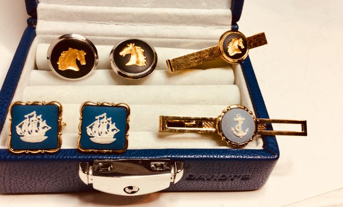 46b9251407d2 Two pairs vintage Wedgwood cuff links with tie pin, one with image of horse,
