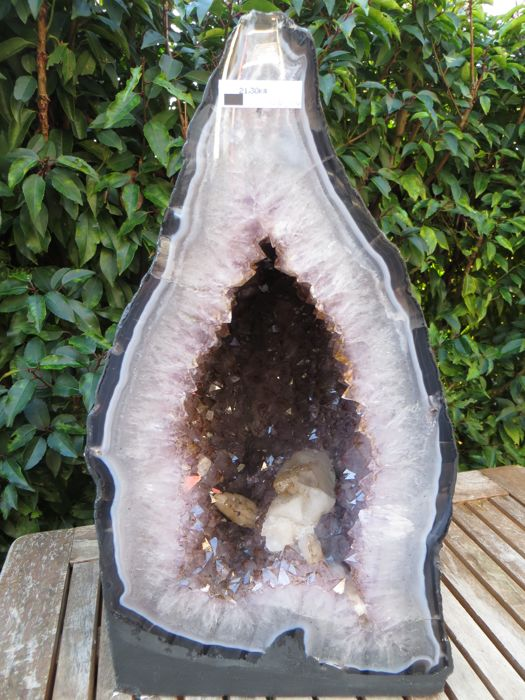 Beautiful shaped Amethyst geode - 415 x 235 x 185 mm - 21.3 kg