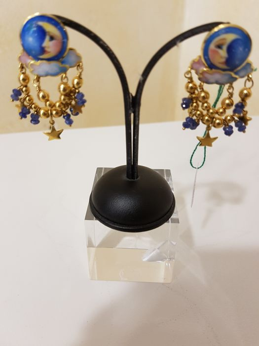 Hand decorated 18 kt gold earrings with sapphires - Dimensions: approx. 4 x 2 cm