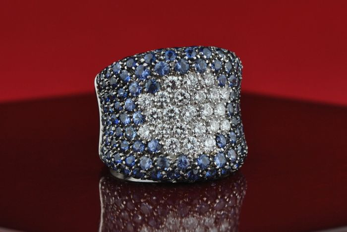Exclusive Ring with Diamonds (tot. 2.00CT G/VVs-Vs) & Natural Blue Sapphires (tot. /-9.00CT) set on 18k White Gold - Currently E.U 56