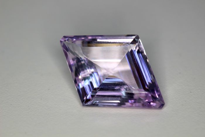 Amethyst - 25.65 ct - Light Pinkish Purple - * NO RESERVE PRICE *