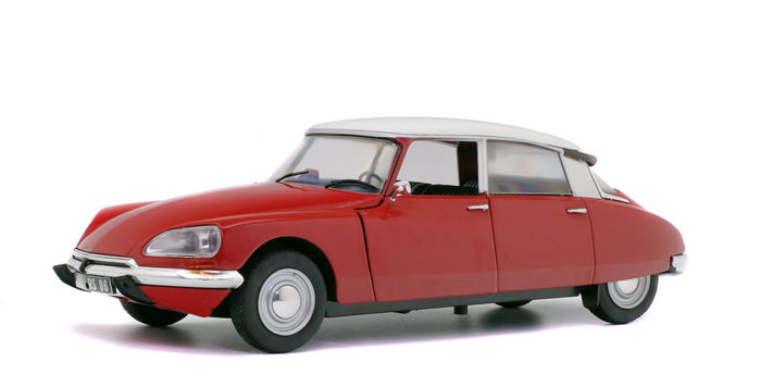 Solido - scale 1/18 - Citroen D Special 1972 - red / white
