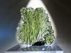 Excellent Moldavite - 2.7 x 2.4 x 0.55 cm - 17.35 ct