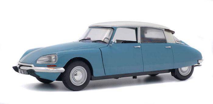 Solido - scale 1/18 - Citroen D Special 1972 - light blue / white