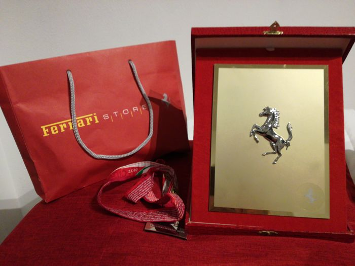 Ferrari - plate with Prancing horse emblem and Scuderia Ferrari Club badge holder
