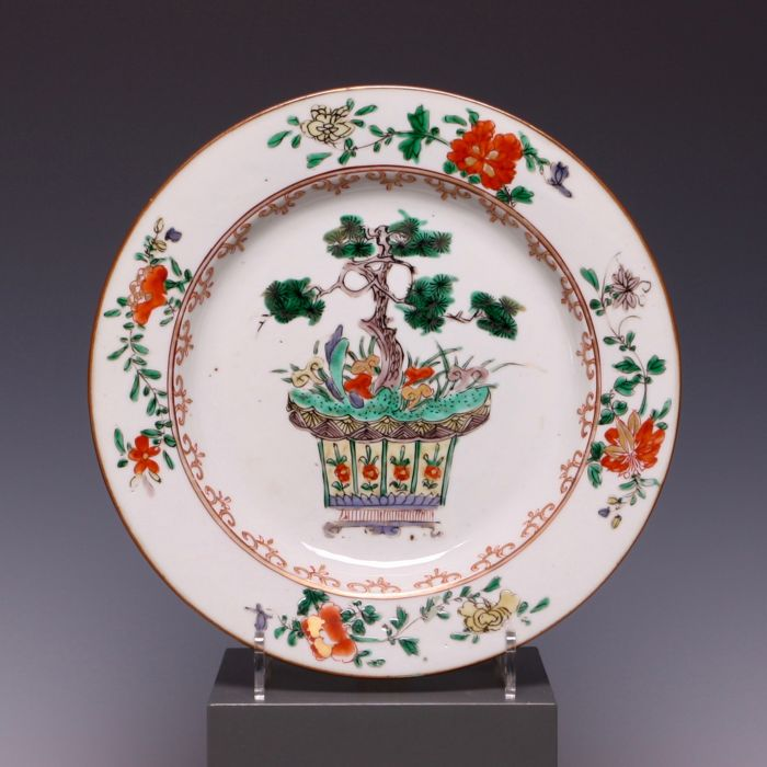 Famille verte porcelain plate - flowerpot with bonsai tree - China - early 18th century (Kangxi period).