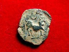 Roman Hispania - Castulo (Linares, Jaén), bronze semis (4,44 g. 19 mm.) minted around 180 - 150 B.C. CASTELE. Bull and crescent.