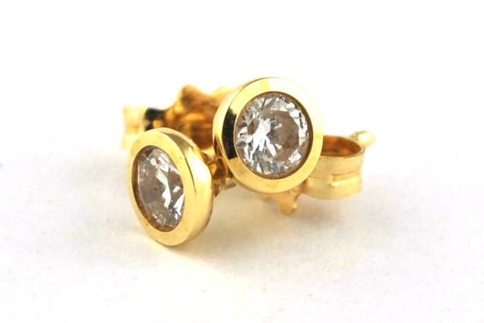 Diamond STUD Earrings (Total +/-0.25ct H/VS set on 18k Yellow Gold - Size 4.5mm x 4.5mm x 10mm
