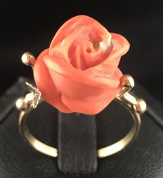 Lovely old ring in 18 kt yellow gold decorated with a sculpted coral rose **NO RESERVE PRICE**