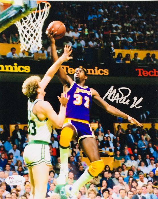 Magic Johnson #32 / LA Lakers - Amazing Authentic Signed Autograph in Photo ( 20x25cm ) - with Certificate of Authenticity JSA Witnessed