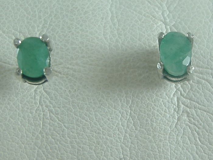 18 kt white gold earrings with oval emeralds for 2 ct