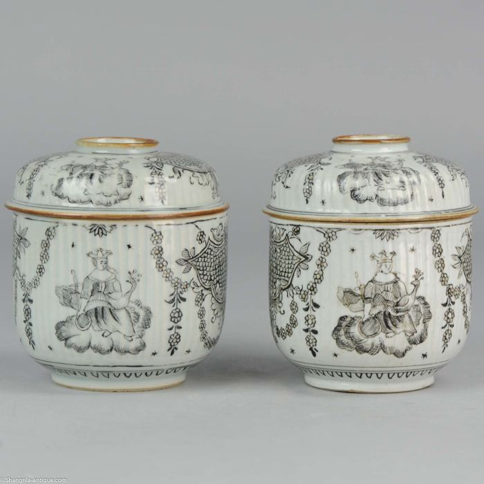 2 porcelain Encre de Chine lidded jars,  Juno and the Peacock pattern - China - circa 1750-1760