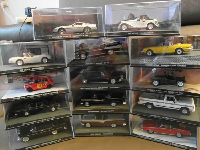 Universal Hobbies - Scale 1/43 - Lot with 14 James Bond Film Cars