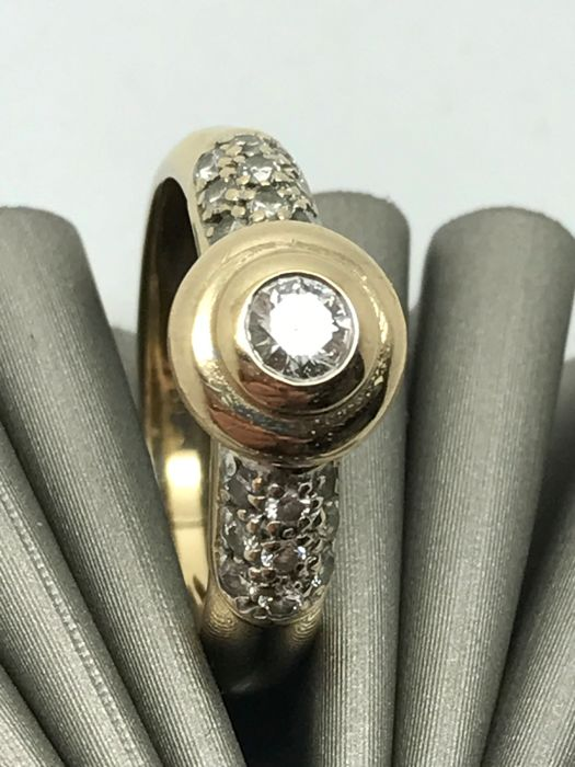 Solitaire diamond ring with accent stones, elegant ring with diamond of 0.20 ct + 18 x 0.01 ct, band ring made of 14 kt / 585 yellow gold