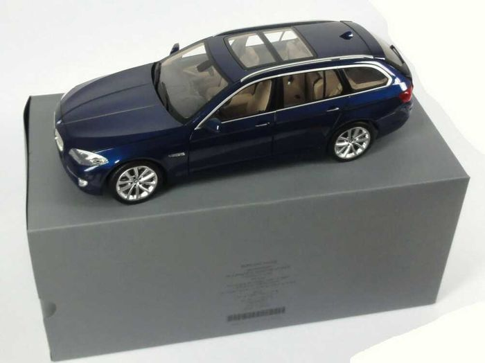Norev - Scale 1/18 - BMW 5 Series 550i Station Wagon (F11) 2010 - Blue