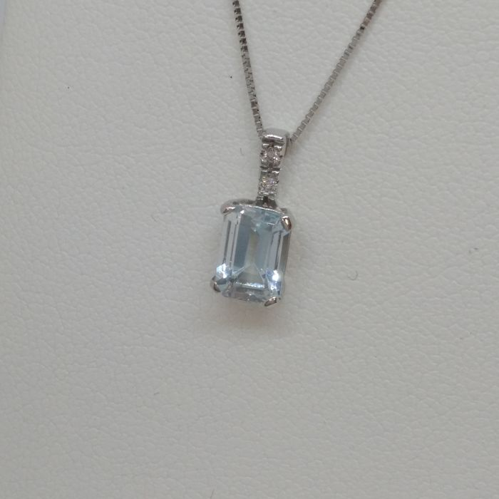 Necklace and pendant in white gold with 0.80 ct aquamarine and 2 diamonds totalling 0.02 ct G/H, VS/SI