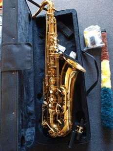 New ChS Bb gold coloured Tenor Saxophone with High F # - valve, carrying strap etc, gold coloured with hard foam case.