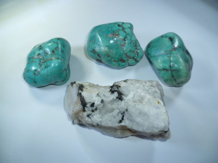 3 Arizona turquoise and 1 moonstone rough stone - 378.8 g - 1869 ct