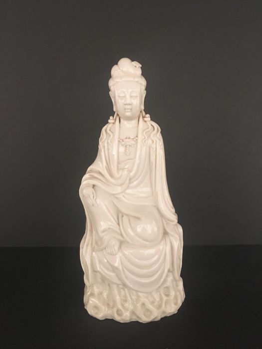 A white blanc de chine porcelain statue of Guanyin - China - late 20th century
