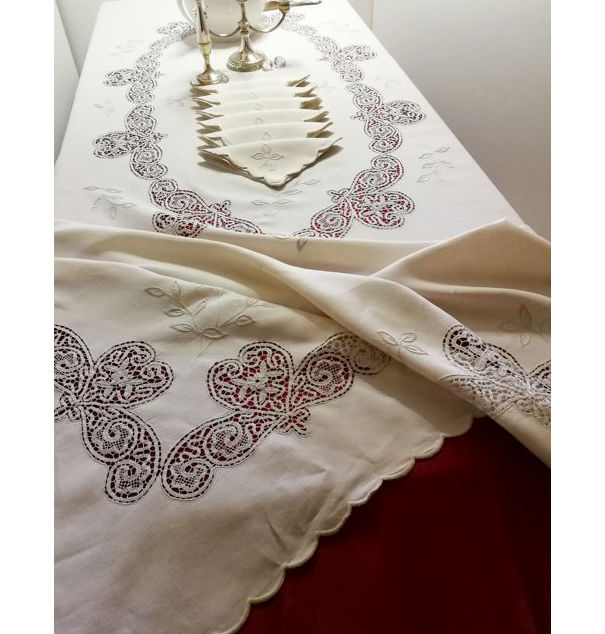 Very fine 100% pure linen tablecloth - with 12 napkins - hand embroidered with bobbin lace - 260 x 167 cm