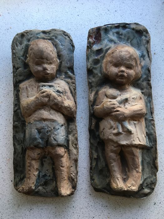 Hanna Mobach - Wall tiles boy with car and girl with doll