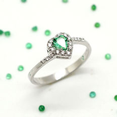 Gold ring with heart cut emerald and brilliant cut diamonds ***No Reserve***