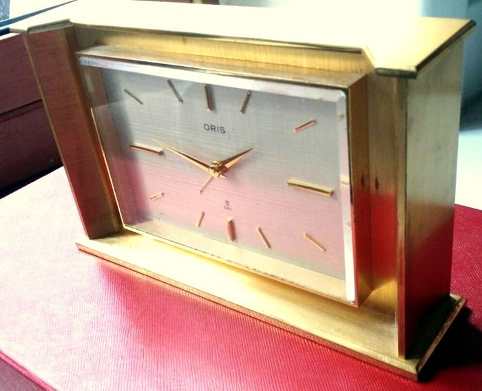 RARE ORIS vintage clock – Dial with fabric effect – Solid brass – Bauhaus design – Working – 1960s