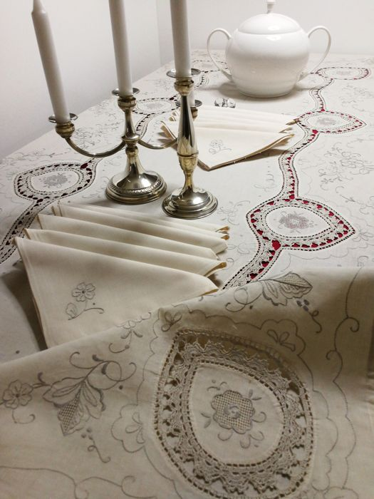PURE LINEN 100% - gorgeous tablecloth with 12 hand-embroidered napkins - 250 x 175 cm